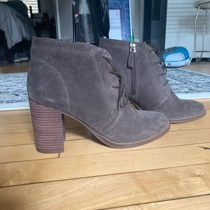 SIZE 7.5 Brown suede lace-up booties